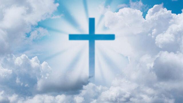 空に浮かぶ十字架