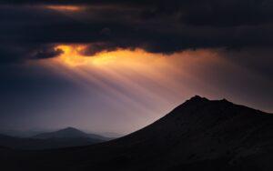 神々しい山の風景