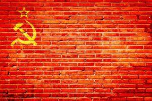 ソ連の旗のイメージのレンガ
